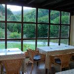 El gran ventanal del comedor con vistas al valle