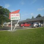 Skyline motel from the road