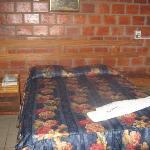 Habitación sencilla con TV cable ,aire acondicionadoy agua caliente