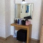 Speil, bord og krakk