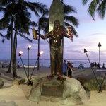 ' ' from the web at 'https://media-cdn.tripadvisor.com/media/photo-l/01/f5/ba/47/statue-duke-kahanamoku.jpg'