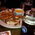 Pretzels, bier cheese, and bier... mmm