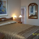 Fantastic Single Room (Queen Bed)