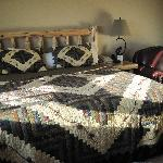 The lovely bedroom furniture & quilt