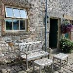 Pinster Cottage seating area