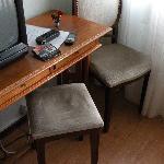 sgabello e sedia usurati