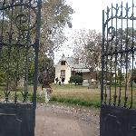 el jadín y la casa, un belleza!