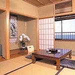 海沿いのお部屋からは日本海が一望でき、四季折々の表情を楽しんで頂けます。