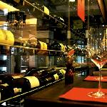 Wines of the World Wine Shop and Bar – The Wine Experts Foto