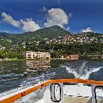 Blick auf die Hotelanlage vom See aus
