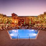 Sway Pool Lounge