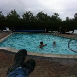 kids enjoying BH Motel pool