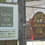 Garnet Hill outlet, Wendle's Deli sign