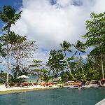 Les piscines sont faites dans le granit des îles