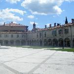 Piazza e Ristorante