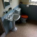The Bathroom of The Waterside Room