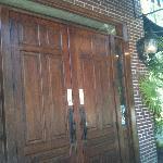 The entrance to Di Pratos.