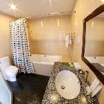 Luxury Room -Bathroom with tub