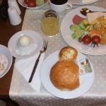 朝食はこんな感じ!ビュフェでいろいろ選べます。