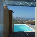 la piscine et la douche exterieure