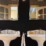 Bathroom Sistermans Suite