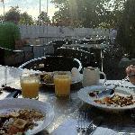 Utmärkt frukost på uteserveringen