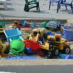 Le Sand Box avec les jouets, bienvenue aux enfants