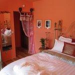 Orange & Spices room