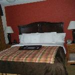 King size bed in 1 bedroom suite