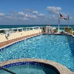 You can see the ocean fhe rooftop pool