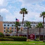 The Residence Inn Orlando/Lake Buena Vista hotel offers all the comforts you would expect in one