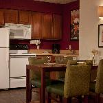 Our suites offer all the space and amenities you need for an extended stay in Orlando, FL.  Suit