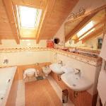 Badezimmer-Alpenpanorama-Junior-Suiten