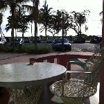 petit déjeuner  en terrasse super sympas