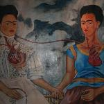 Il grande dipinto all'interno del locale