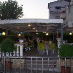 I tavoli all'esterno della Pizzeria Via Veneto
