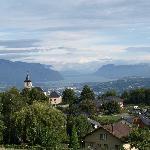 la vue de la terrasse sur le lac du bourget