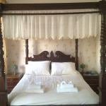 Four-poster bed in room 9