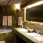 Badezimmer der Mawenzi Suite