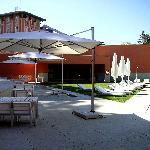 Poolbereich u. Hotel