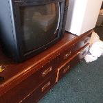 tv, no control. terrible condition