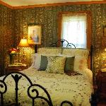 Victorian Charm Sonora Room