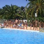Danse de l'été au bord de la piscine