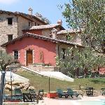 Scorcio del Borgo visto dalla piscina