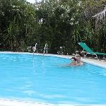 Even afkoelen in het heerlijke zwembad
