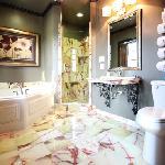 Renaissance Suite Bath