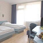 Twin Bed / Zweibett Zimmer