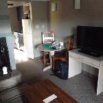 Kamin, TV, Blick ins Zimmer