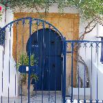 la porte d'entrée tout en haut du village