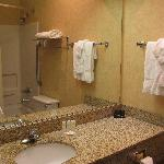 Spokane Valley Quality Inn -- bath